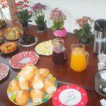 Mesa self-service no café da manhã